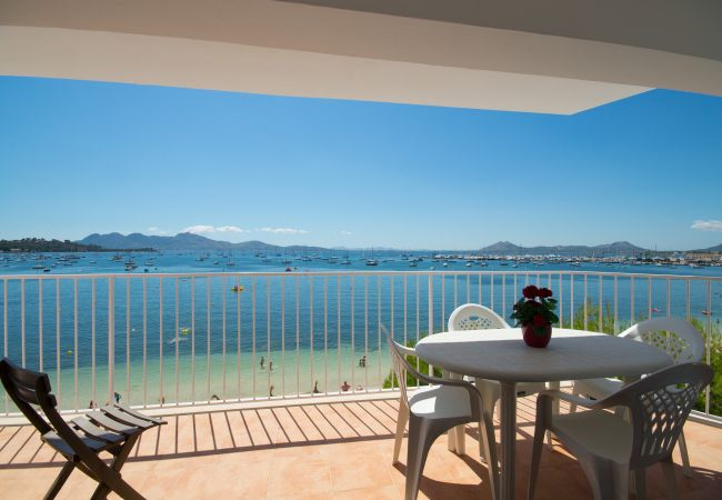 Apartment in Port de Pollença - Seafront apartment, Pinewalk, free WiFi, quiet are